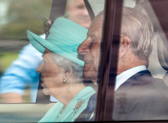 Queen to come out of lockdown and get back to work at Buckingham Palace next month