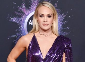 Carrie Underwood Glitters With 'O Holy Night' Performance on 'Fallon': Watch