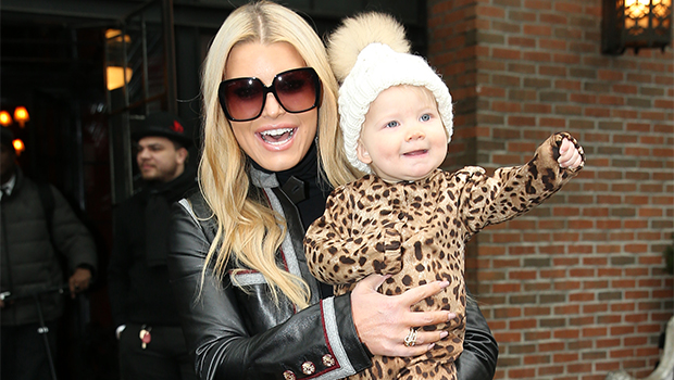 Jessica Simpson's Daughter Birdie Is Her Mini-Me In Hat & Swimsuit – Hollywood Life