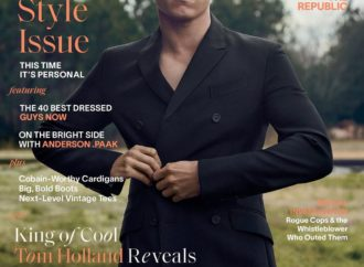 Okay @esquire I see you. Swipe for pure glam!…